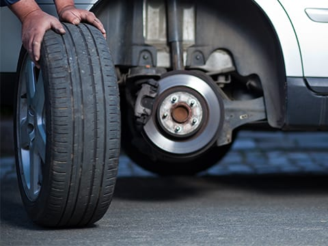 Problems Wheels / tires or brakes are the cause of the car shuddering while braking.
